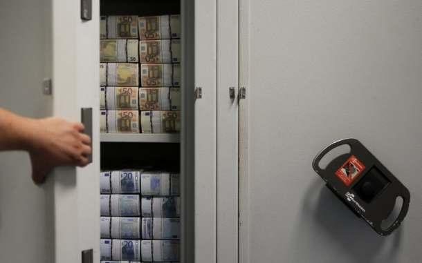 notas_euros_dinheiro_depositos_cofre