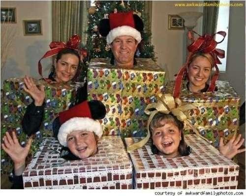 awkward-christmas-family-photos-10