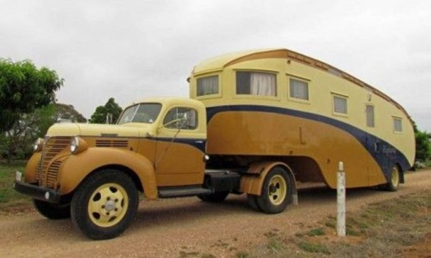Custom-Classic-Fifth-Wheel-RV-2-768x462